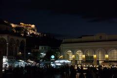 Mezquita de Tsidarakis durante la tarde, en el cuadrado de Monastiraki, en el centro de ciudad de Atenas, con la acrópolis icónic fotografía de archivo