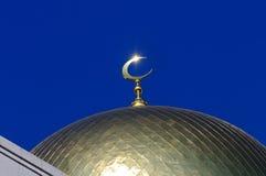 Mezquita dorada de los musulmanes de la luna de la bóveda y del creciente Imagenes de archivo