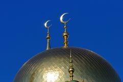 Mezquita dorada de los musulmanes de la luna de la bóveda y del creciente Fotografía de archivo libre de regalías