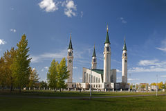 Mezquita en el otoño Imagen de archivo libre de regalías