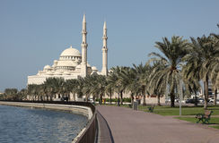 Mezquita en la cala de Sharja Fotografía de archivo