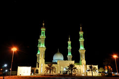 Mezquita en noche en United Arab Emirates Foto de archivo