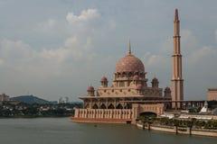 Mezquita en Putrajaya Foto de archivo