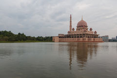 Mezquita en Putrajaya Fotografía de archivo