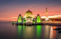 Mezquita hermosa durante puesta del sol Fotografía de archivo