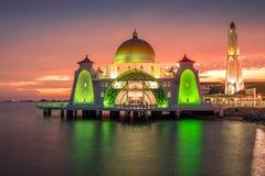 Mezquita hermosa durante puesta del sol Fotos de archivo libres de regalías