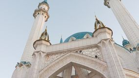 Mezquita Kazán Tartaristán Rusia de Kul Sharif Pista del carro del día de verano hacia fuera almacen de metraje de vídeo