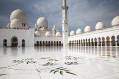 Mezquita magnífica Abu Dhabi Imagen de archivo libre de regalías