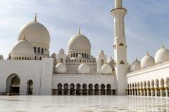 Mezquita magnífica Abu Dhabi Imágenes de archivo libres de regalías