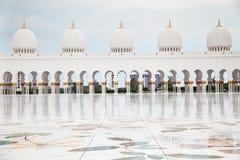 Mezquita magnífica Adu Dhabi Imagen de archivo libre de regalías