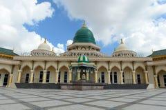 Mezquita moderna un lugar de culto para los seguidores del Islam fotografía de archivo