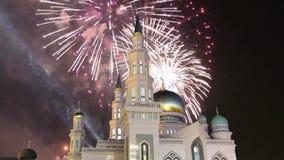 Mezquita y fuegos artificiales, Rusia de la catedral de Moscú -- la mezquita principal en Moscú