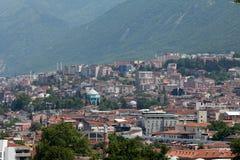 Mezquita y muchas casas en Bursa Imágenes de archivo libres de regalías