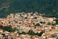 Mezquita y muchas casas en Bursa Imagen de archivo
