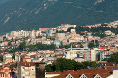 Mezquita y muchas casas en Bursa Fotos de archivo