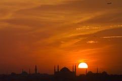 Mezquita y puesta del sol Imágenes de archivo libres de regalías