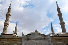 Mezquitas y alminar imagen de archivo libre de regalías
