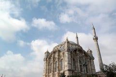 Mezquitas y alminar imagenes de archivo
