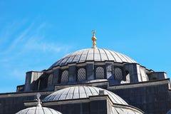 Mezquitas y cielo azul imagen de archivo