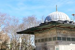 Mezquitas y cielo azul foto de archivo libre de regalías