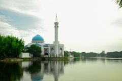 Mezquitas y lagos fotos de archivo libres de regalías