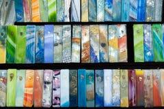 Mezuzah variopinto di vetro fatto a mano venduto al mercato dell'artigianato Tel Aviv fotografie stock libere da diritti