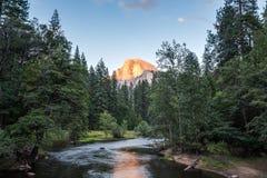 Mezza cupola al tramonto in parco nazionale di Yosemite, California, U.S.A. Fotografia Stock