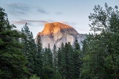 Mezza cupola al tramonto in parco nazionale di Yosemite, California, U.S.A. Immagini Stock Libere da Diritti