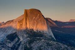 Mezza cupola, tramonto, parco nazionale di Yosemite, CA Immagine Stock