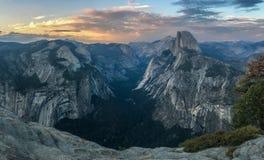 Mezza cupola Vista dal punto del ghiacciaio, Yosemite fotografia stock