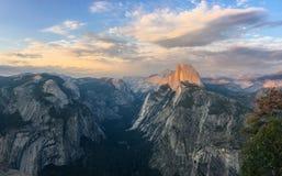 Mezza cupola Vista dal punto del ghiacciaio, Yosemite immagine stock libera da diritti