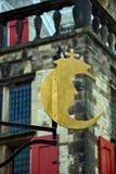 Mezza luna di fiaba a Delft davanti al municipio Immagini Stock