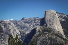 Mezza montagna della cupola veduta dall'allerta del punto del ghiacciaio Fotografia Stock