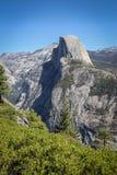 Mezza montagna della cupola veduta dall'allerta del punto del ghiacciaio Fotografie Stock
