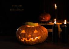 mezzanotte zucche e candele, il benvenuto dell'iscrizione a Halloween Immagine Stock