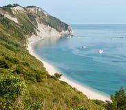 Mezzavalle-Strand adriatisches Meer des Sommers Lizenzfreie Stockbilder