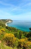 Mezzavalle-Strand adriatisches Meer des Sommers Stockfotos