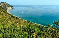 Mezzavalle-Strand adriatisches Meer des Sommers Lizenzfreies Stockbild