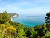 Mezzavalle-Strand adriatisches Meer des Sommers Stockbild