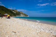 Mezzavalle strand nära Ancona i den Marche regionen Den Conero naturen parkerar Royaltyfria Foton