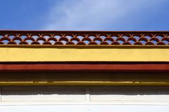Mezze mattonelle di cresta rotonde decorative, mattonelle dell'arco che terminano una parete di costruzione in Spagna fotografie stock libere da diritti