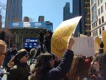 Mezzi di informazione di radiodiffusione, marzo per le nostre vite, NYC, NY, U.S.A. Immagine Stock