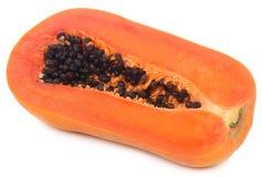 Mezzi frutti della papaia del taglio isolati su fondo bianco fotografia stock libera da diritti
