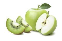 Mezzi quarti del kiwi dell'intera mela isolati su bianco Fotografia Stock Libera da Diritti