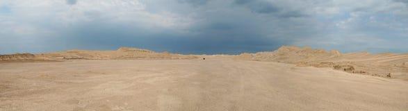 In mezzo al deserto Fotografia Stock Libera da Diritti