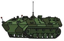 Mezzo corazzato per il trasporto delle truppe della pista del cammuffamento Immagini Stock Libere da Diritti
