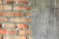Mezzo muro di mattoni e mezza struttura concreta fotografia stock libera da diritti