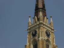 Mezzogiorno all'orologio sulla torre di chiesa Immagine Stock Libera da Diritti