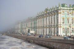 Mgła dociska zima pałac Marzec w St Petersburg zdjęcie stock