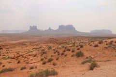 Mgła krajobraz w Arizona, Pomnikowa dolina Kolorowy, turystyka zdjęcie stock